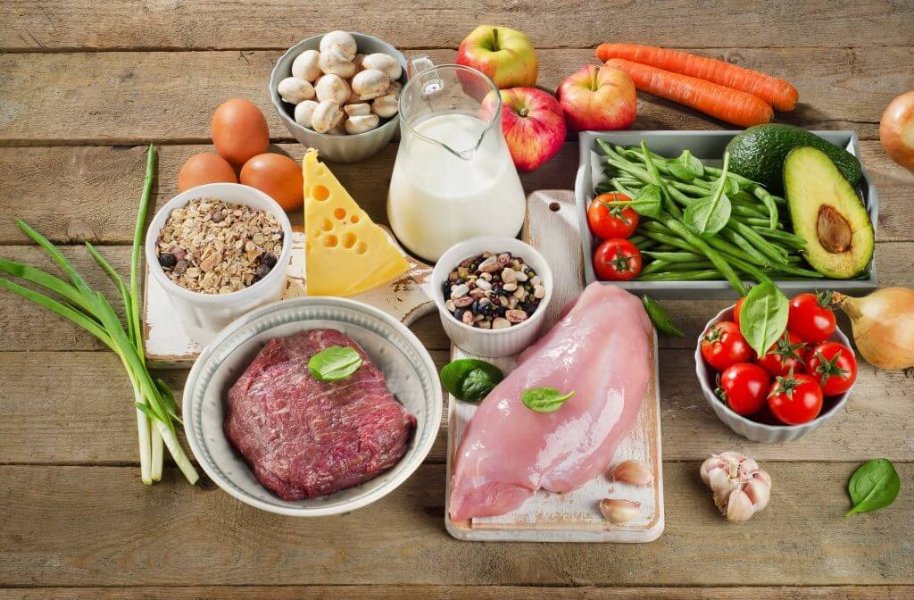 Chế độ ăn uống lành mạnh luôn là cách tốt nhất để cải thiện không chỉ mụn đầu đinh mà còn nhiều loại mụn khác