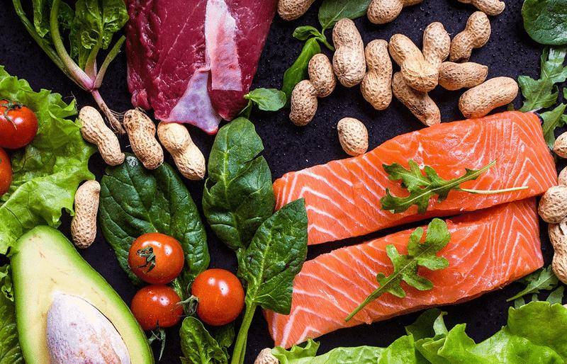 Cá và các loại rau củ là những thực phẩm rất tốt cho da mụn