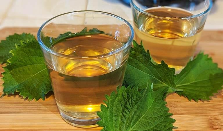 Nước cốt lá tía tô có thể dùng để uống hoặc bôi lên vùng bị mụn cơm