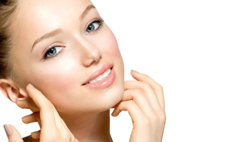 Giữ da sạch để tránh bít tắc lỗ chân lông, từ đó sẽ giảm thiểu tình trạng mụn