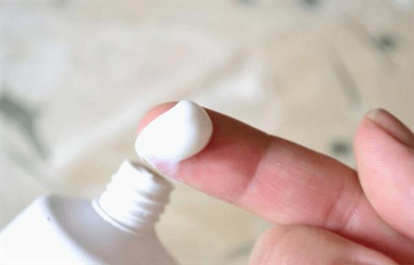 Kem đánh răng không chỉ hữu hiệu trong việc trị mụn đầu đen mà cả các loại mụn khác
