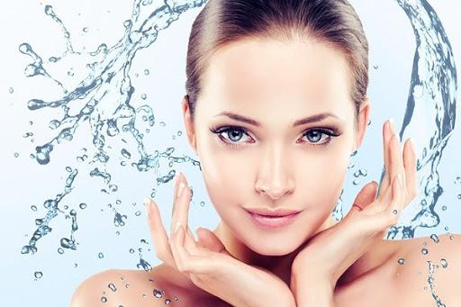 Không thể thiếu bước quan trọng là giữ da sạch để ngăn ngừa mụn