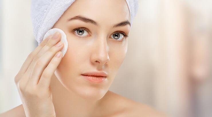Các bạn trẻ trong độ tuổi dậy thì chưa thật sự để tâm đến việc chăm sóc da trong khi tuyến bã nhờn hoạt động ngày càng mạnh là nguyên nhân gây mụn chủ yếu