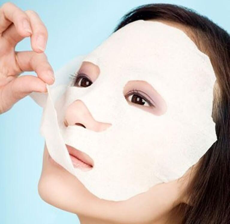 Đắp mặt nạ là một trong những phương pháp chăm sóc da phổ biến