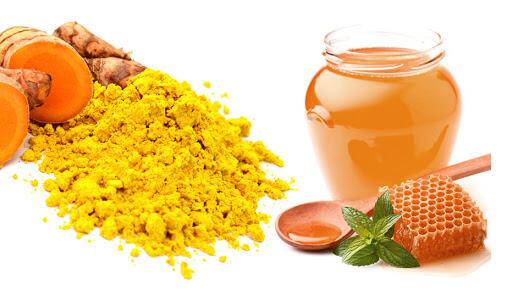 Mật ong và nghệ có công dụng tuyệt với trong việc chăm sóc da và cụ thể là trị mụn