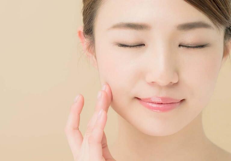 Như thường lệ, việc giữ da mặt sạch luôn là yếu tố cấn thiết nhất để ngăn mụn lây lan và tái phát