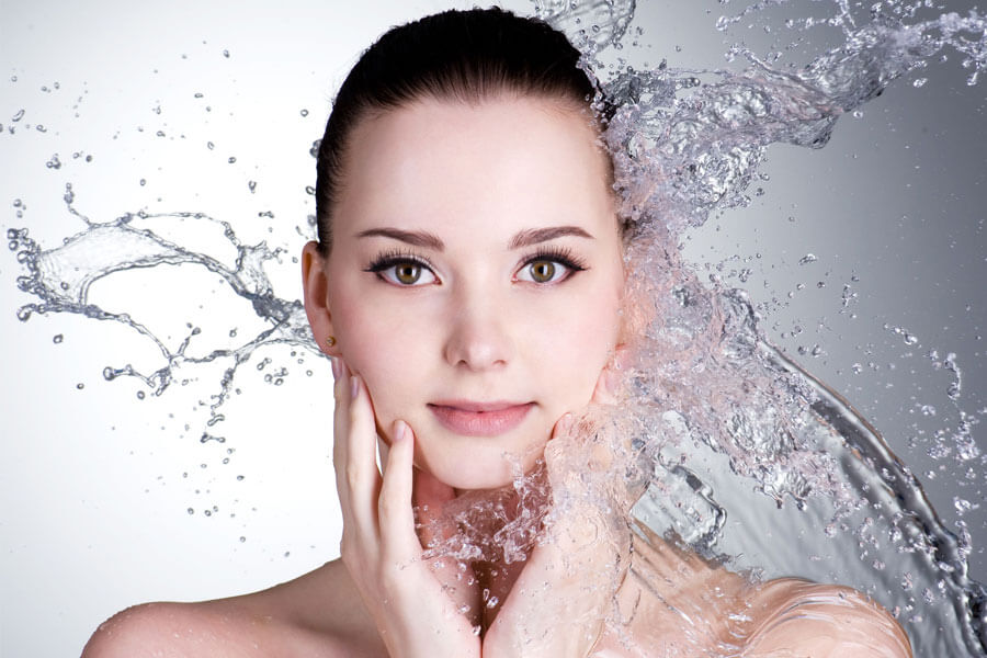 Rửa mặt và giữ da sạch là phương pháp đơn giản nhất để tránh mụn cám