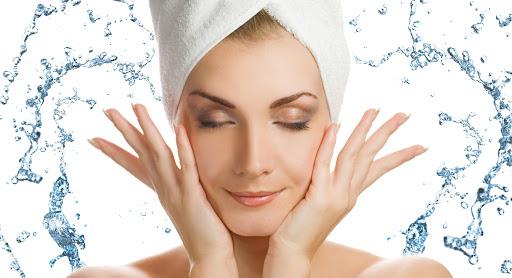 Giữ da sạch luôn là yếu tố cần thiết giúp da tránh xa mụn