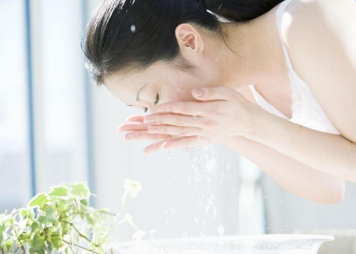 Nước vo gạo không nên để quá 4 tiếng đồng hồ trong tủ lạnh để không bị phản tác dụng