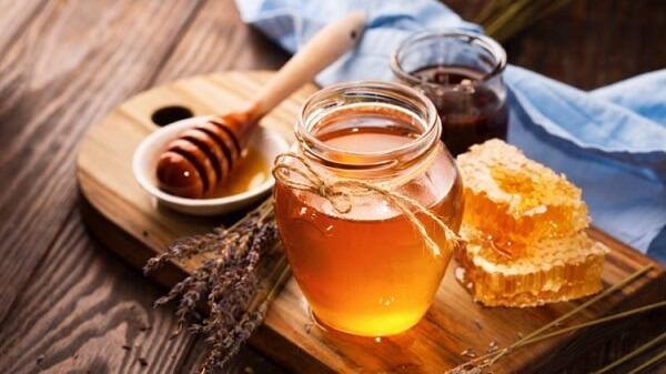 Mật ong có công dụng bảo vệ da tránh khỏi tình trạng viêm nhiễm, làm sạch lỗ chân lông