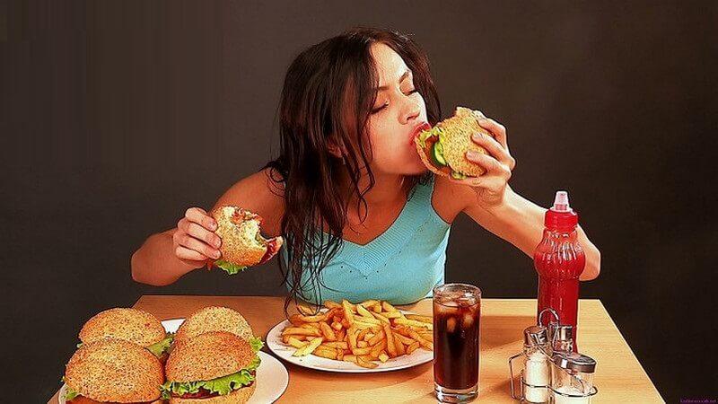 Giữ thói quen ăn uống lành mạnh để hết mụn đầu đen