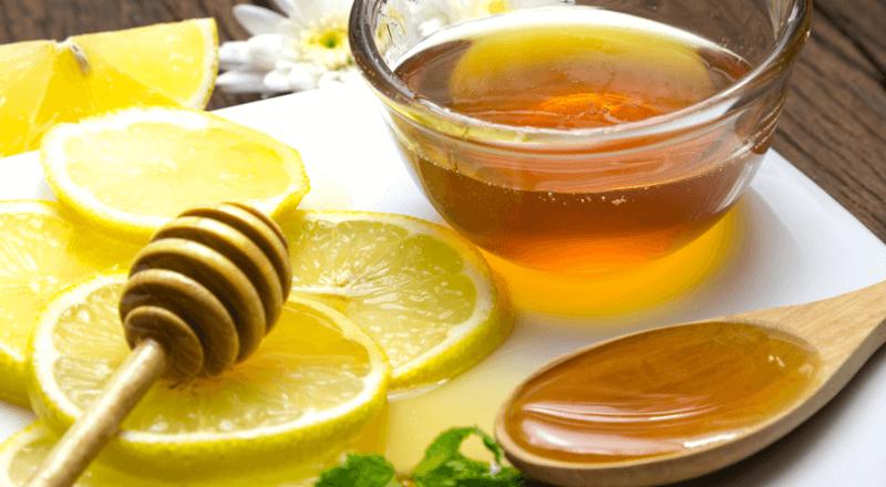 Kết hợp mật ong và chanh để trị mụn