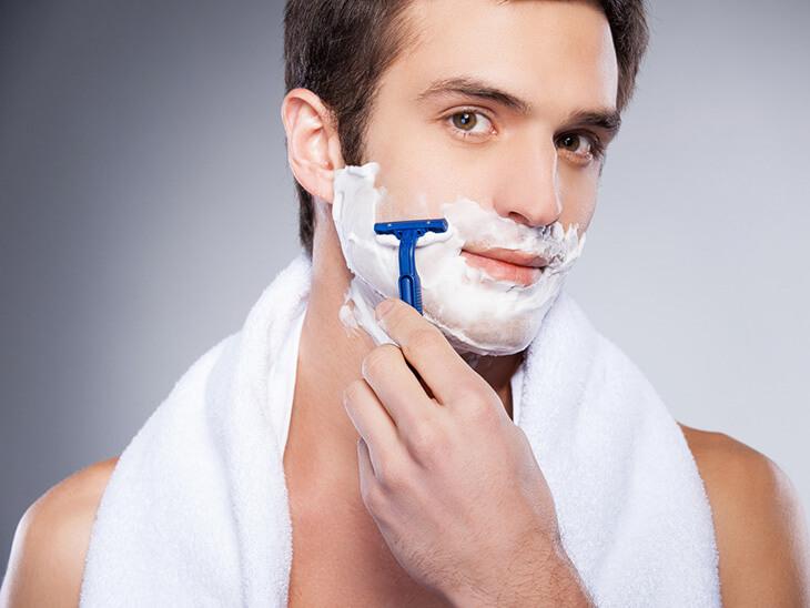 hận trong việc cạo râu vì những vết xước, trầy trên da cũng là môi trường thuận lợi để mụn đinh râu phát triển
