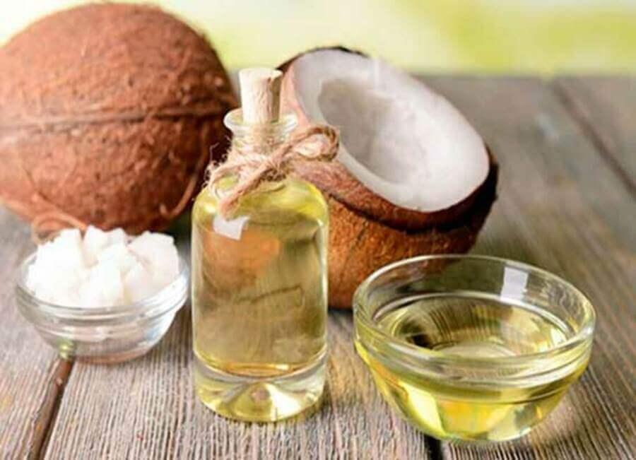 Trị mụn đơn giản tại nhà bằng dầu dừa