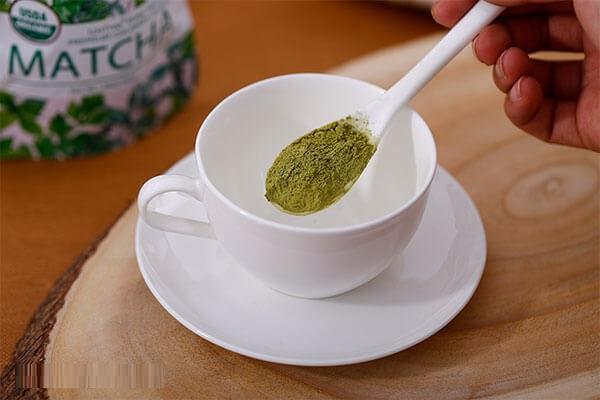 Mặt nạ trà xanh ngoài chống oxy hóa còn có công dụng trị mụn rất tốt