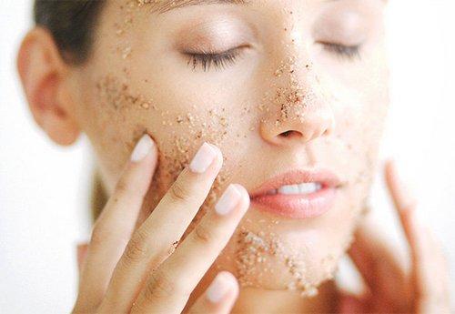Có thể làm sạch bề mặt da với các nguyên liệu tự nhiên bằng cách tẩy tế bào chết