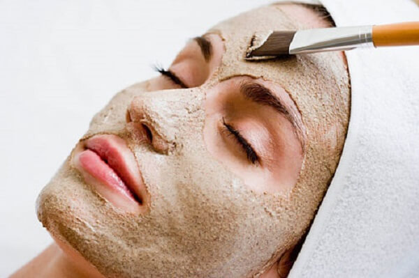 Phương pháp khắc phục mụn đầu đen được nhiều người lựa chọn, ứng dụng là dùng cám gạo