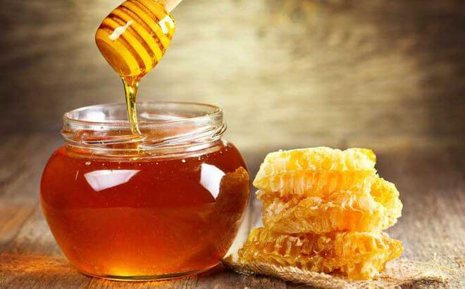 Mật ong có thể giúp cải thiện tình trạng mụn đầu đen ở mũi