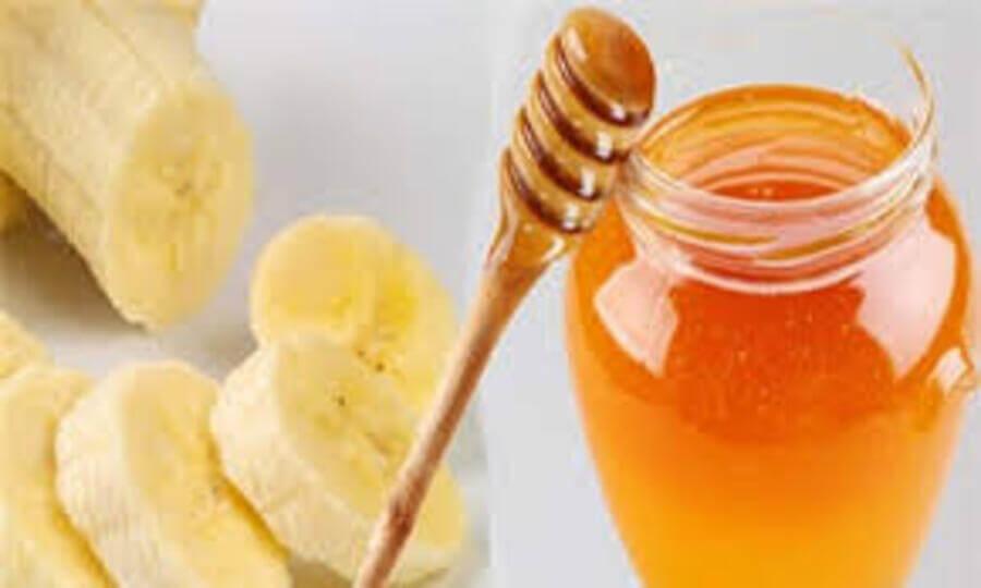Chuối kết hợp với mật ong trị mụn đầu đen hiệu quả