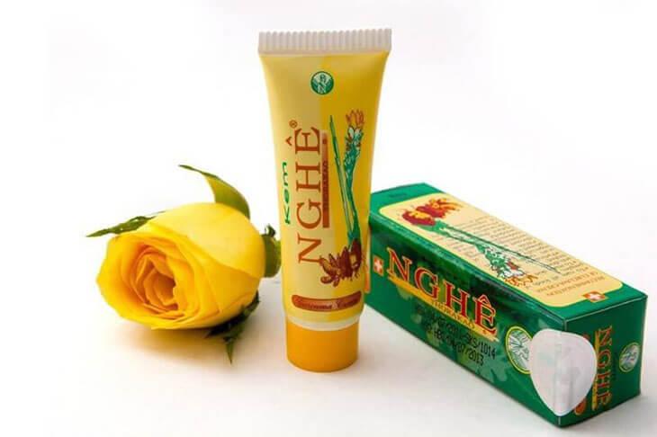 Nên rửa mặt sạch trước khi dùng để da mặt được thông thoáng, từ đó dưỡng chất trong kem nghệ sẽ đi sâu vào trong da