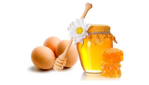 Phương pháp kết hợp trứng gà với mật ong giúp tẩy mụn đầu đen và thậm chí còn giúp giảm mụn viêm, mụn bọc