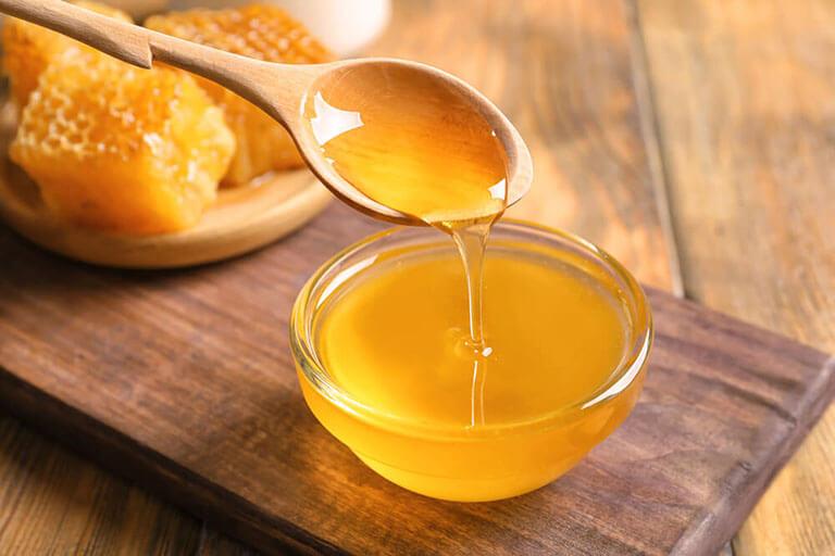 Sử dụng mật ong trong việc trị mụn
