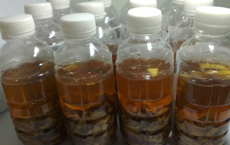 Cách trị mụn đầu đen thông dụng nhất là phương pháp đẩy mụn, thường thấy ở các sản phẩm rượu thuốc