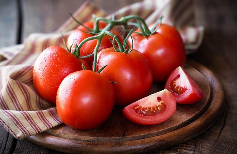 Dứt điểm sạch mụn đầu đen với cà chua đơn giản tại nhà