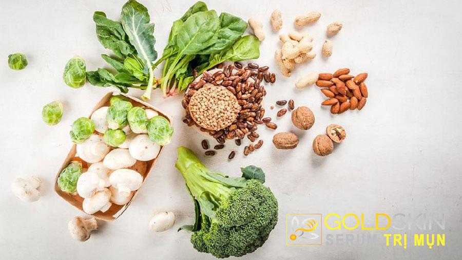 Ăn nhiều rau xanh và trái cây hằng ngày giúp giảm tình trạng lão hoá sớm của da.