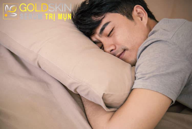 ngủ đủ giấc giúp ngăn ngừa mụn