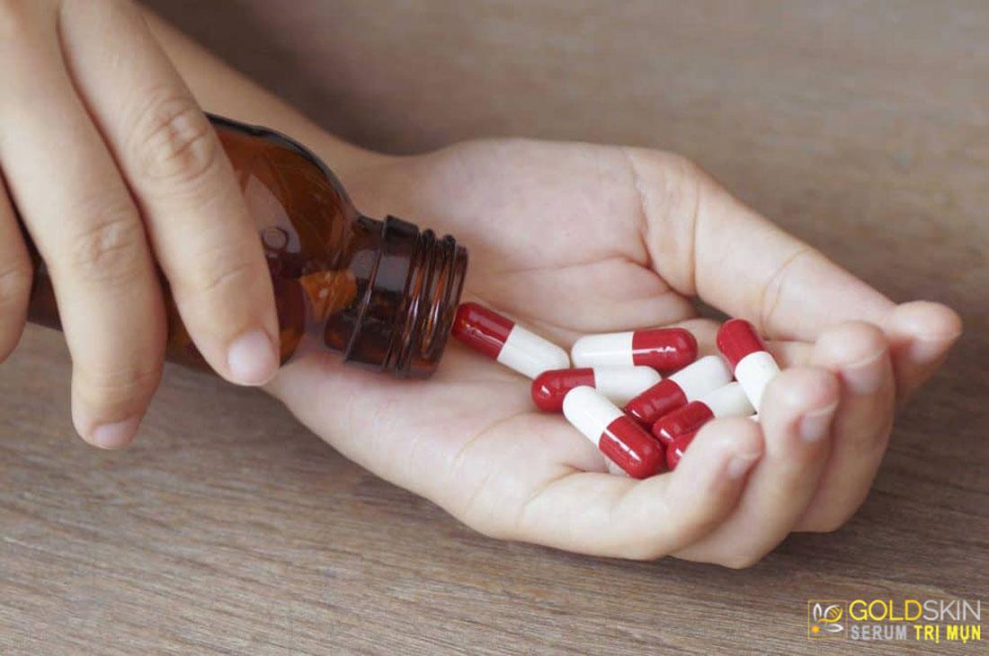 Uống các loại thuốc kháng sinh