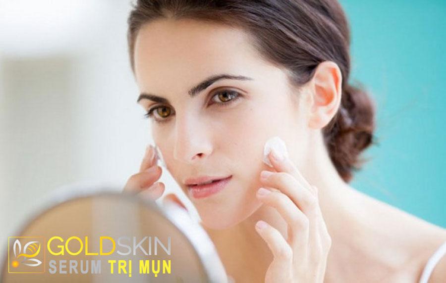 Luôn cấp ẩm tốt cho da để ngăn ngừa và điều trị mụn.