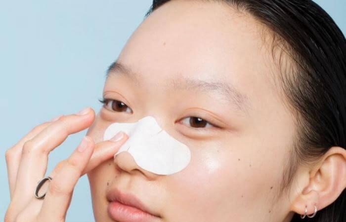Những miếng dán lột mụn đầu đen có công dụng đánh bay mụn và chứa các loại serum dưỡng da