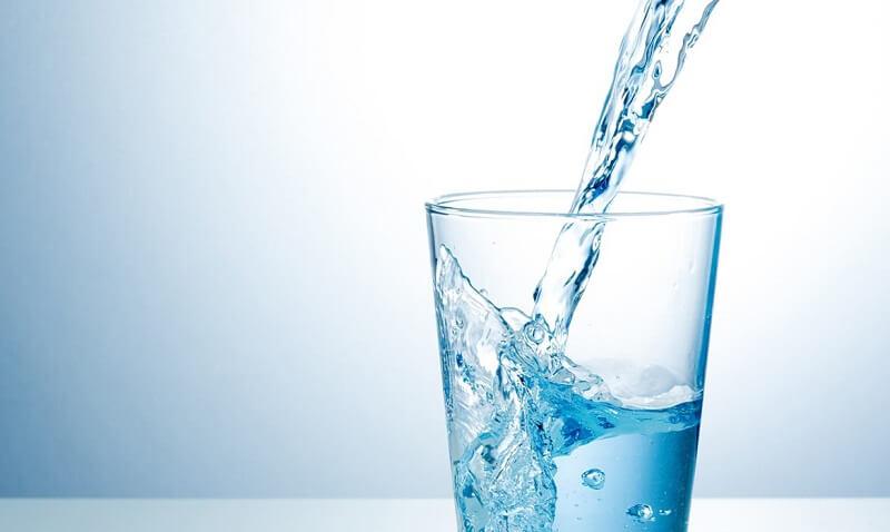 Mặt nạ trà xanh với nước tinh khiết là phương pháp dưỡng da cơ bản đơn giản và ít tốn kém nhất với mọi hình thức