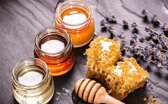 Mật ong có khả năng làm giãn nở nang lông, làm sạch đi cặn bụi bẩn và bã nhờn tích tụ