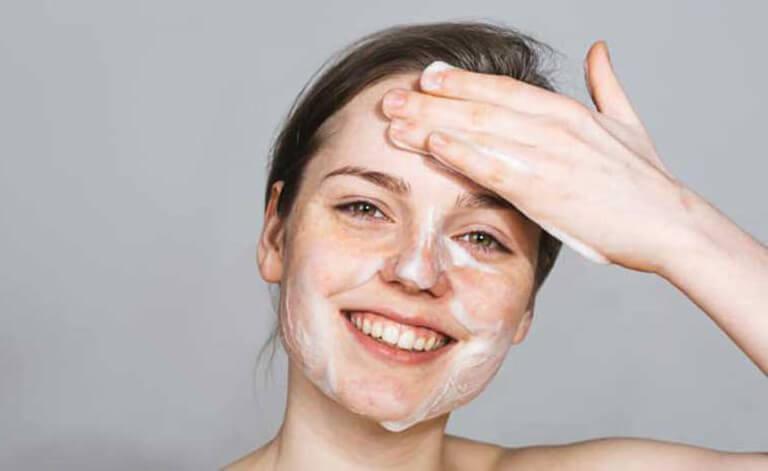 Làm sạch da là vấn đề vô cùng quan trọng để duy trì bảo vệ sức khỏe làn da