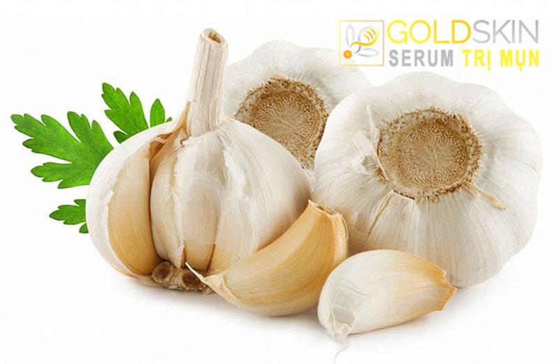 Trong tỏi có các thành phần chứa các hoạt chất sẽ kháng lại khuẩn, tiêu viêm, sưng