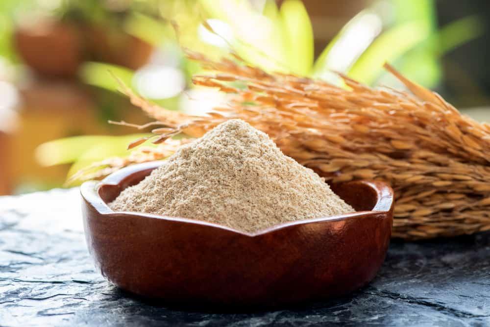 Bột cám gạo có khả năng làm sạch sâu lỗ chân lông