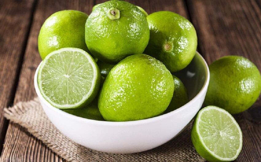 Chanh là loại quả tự nhiên có nhiều công dụng trong việc trị mụn, làm đẹp cũng như tẩy đi da chết