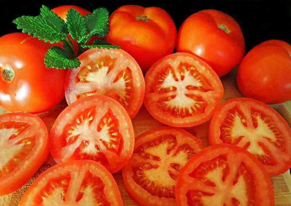"""Cà chua được coi là """"thực phẩm vàng trong làng chăm sóc da"""""""