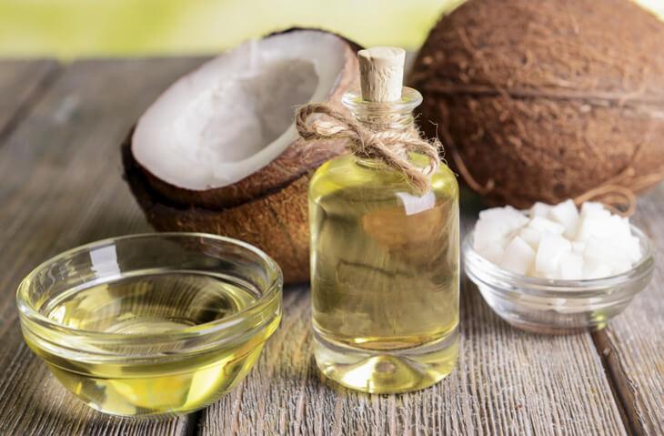 Trong dầu dừa có chứa hầu như hoàn toàn là các axit béo chuỗi trung bình (MCFAs)