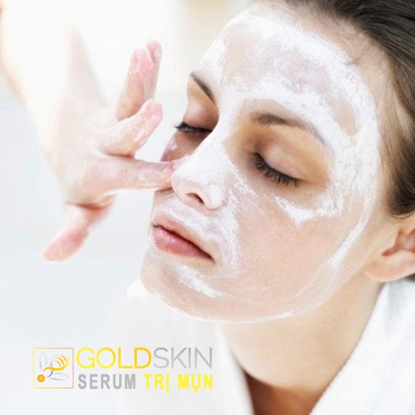 Giữ da sạch là yếu tố lưu ý hàng đầu trong trị mụn đầu đen