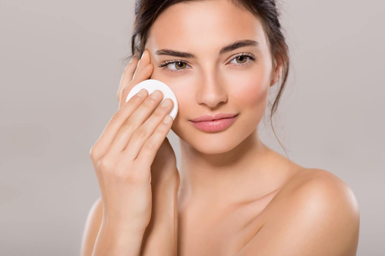 Nên tẩy trang mỗi ngày để giữ da mặt cơ bản sạch sẽ