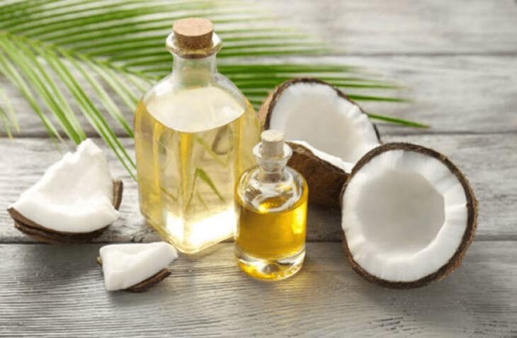 Polyphenol, axit béo và vitamin từ dầu dừa có công dụng dưỡng ẩm, phục hồi những tế bào già cỗi và gia tăng lên hàng rào bảo vệ da