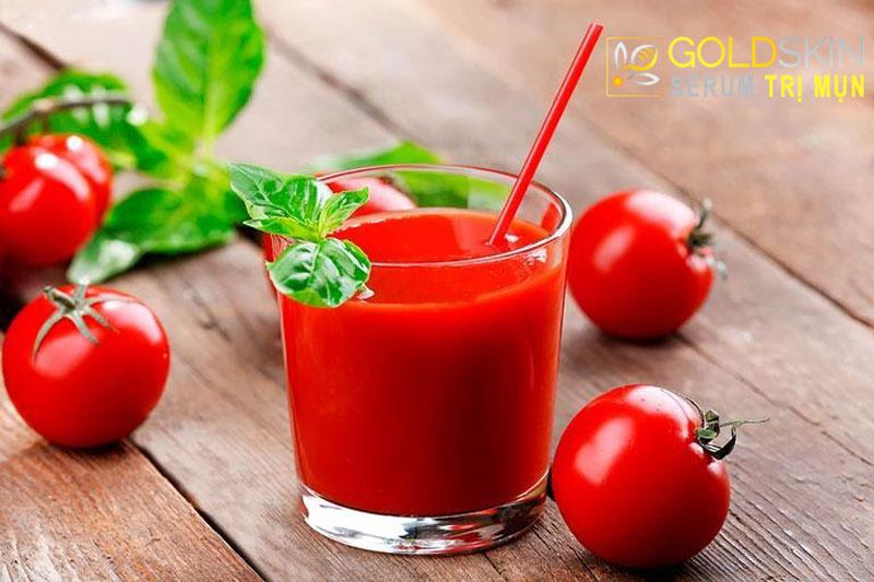 Cà chua là một loại quả rất tuyệt vời trong công dụng trị mụn đầu đen và mụn cám