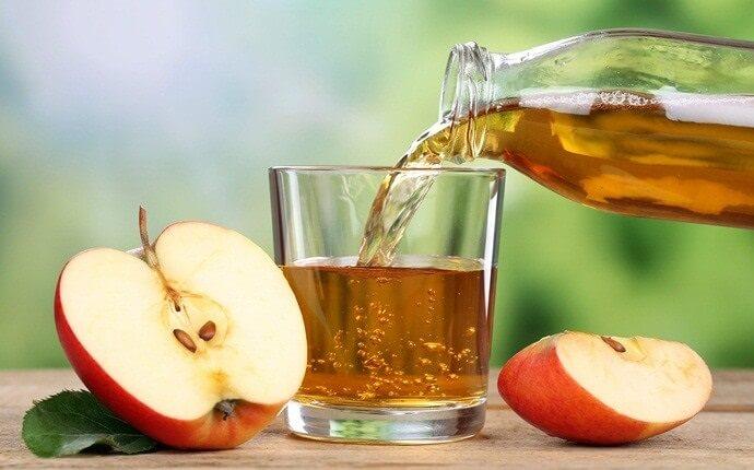 Giấm táo giúp cân bằng lại độ pH ở da, giúp khử độc cho da và làm trắng mịn da