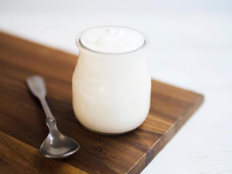 Cách trị mụn bằng sữa chua là phương pháp được rất nhiều người đang sử dụng