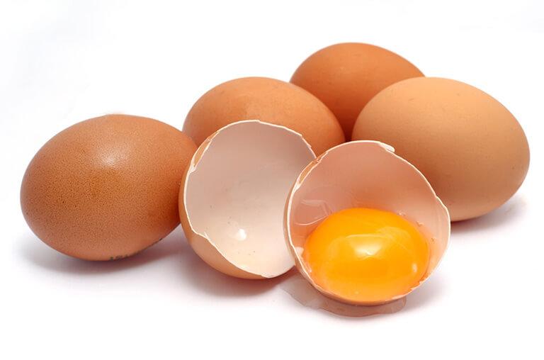 Trong trứng gà có chứa nhiều thành phần có công dụng làm đẹp rất tốt