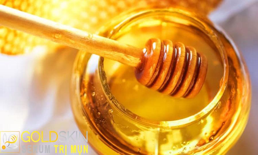 Sử dụng mật ong hằng ngày sẽ giúp cải thiện sẹo mụn