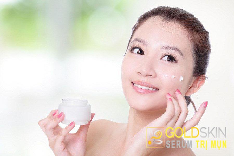 Dưỡng ẩm da là bước quan trọng trong chăm sóc da hỗn hợp